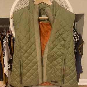 Th bass large women's puffy vest. Aloe and orange